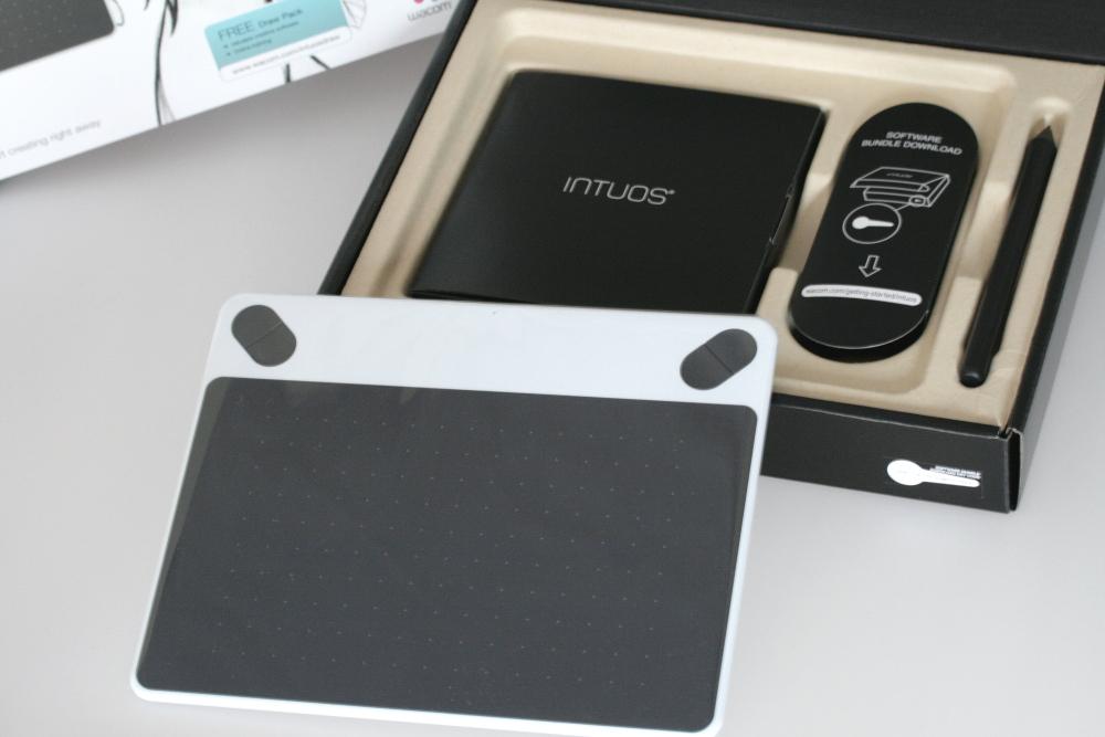 ワコム ペンタブレット Intuos Draw ペン入力専用 お絵描き入門モデル Sサイズ ホワイト CTL-490/W0