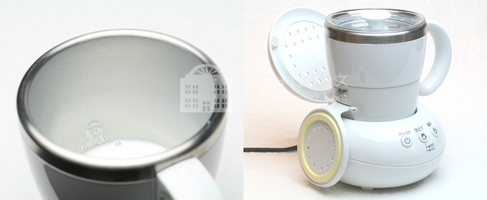 UCC 上島珈琲 ミルクカップフォーマー パンナホワイト MCF30W ベースにカップをセット